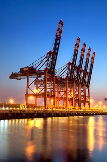Robert Mandel Fotograf aus Hamburg - Hafenkräne am Containerterminal