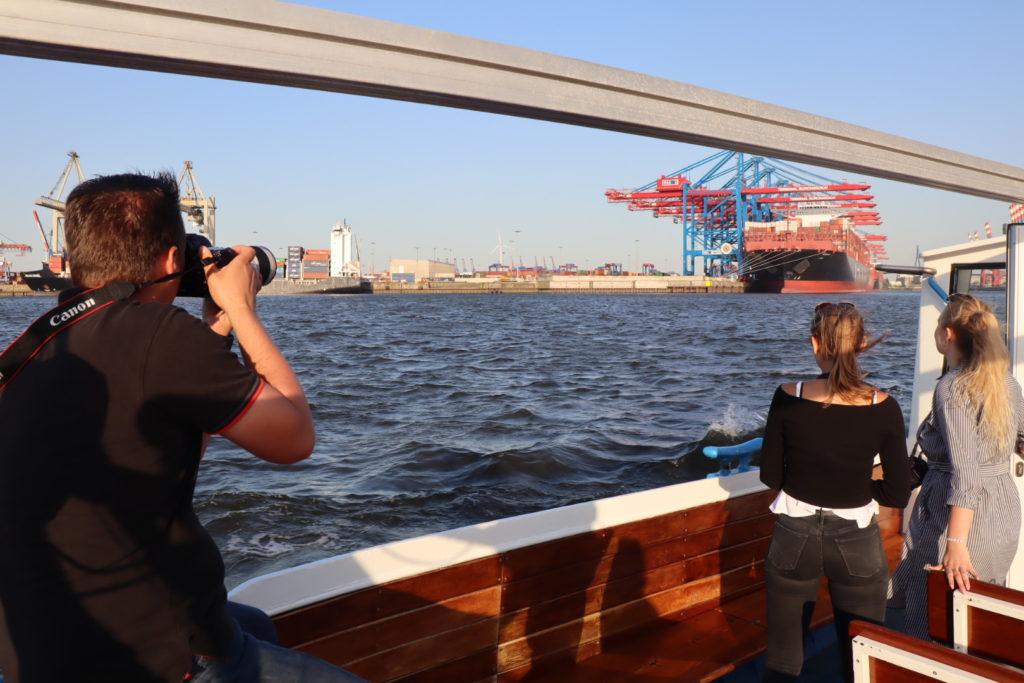 Aufnahme Hamburg Container Schiff, enstanden während eins exklusiven Fotokurs in Hamburg
